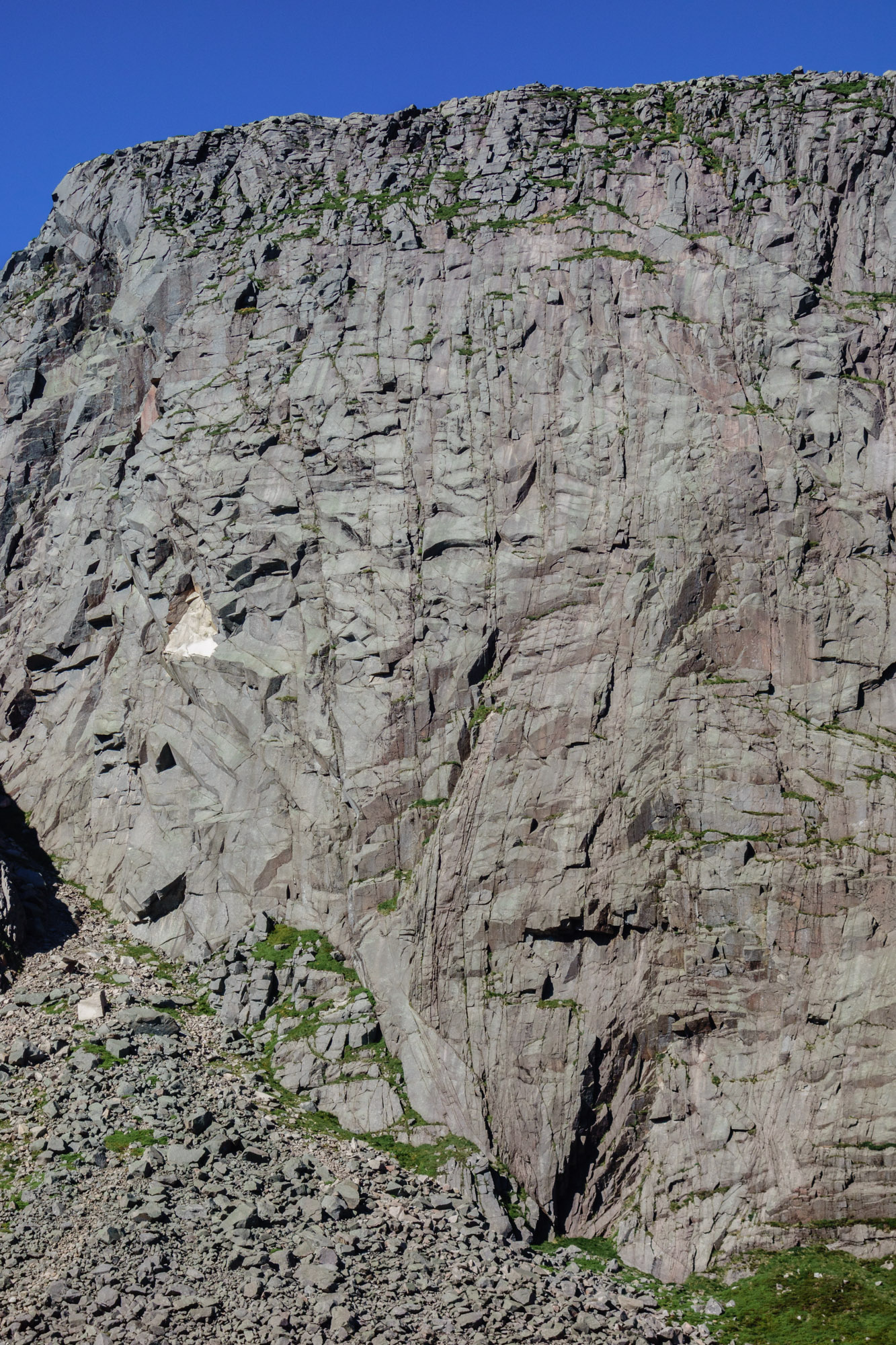 The 200 m high Central Gully Wall with the infamous roof of King Rat on the lower right had side